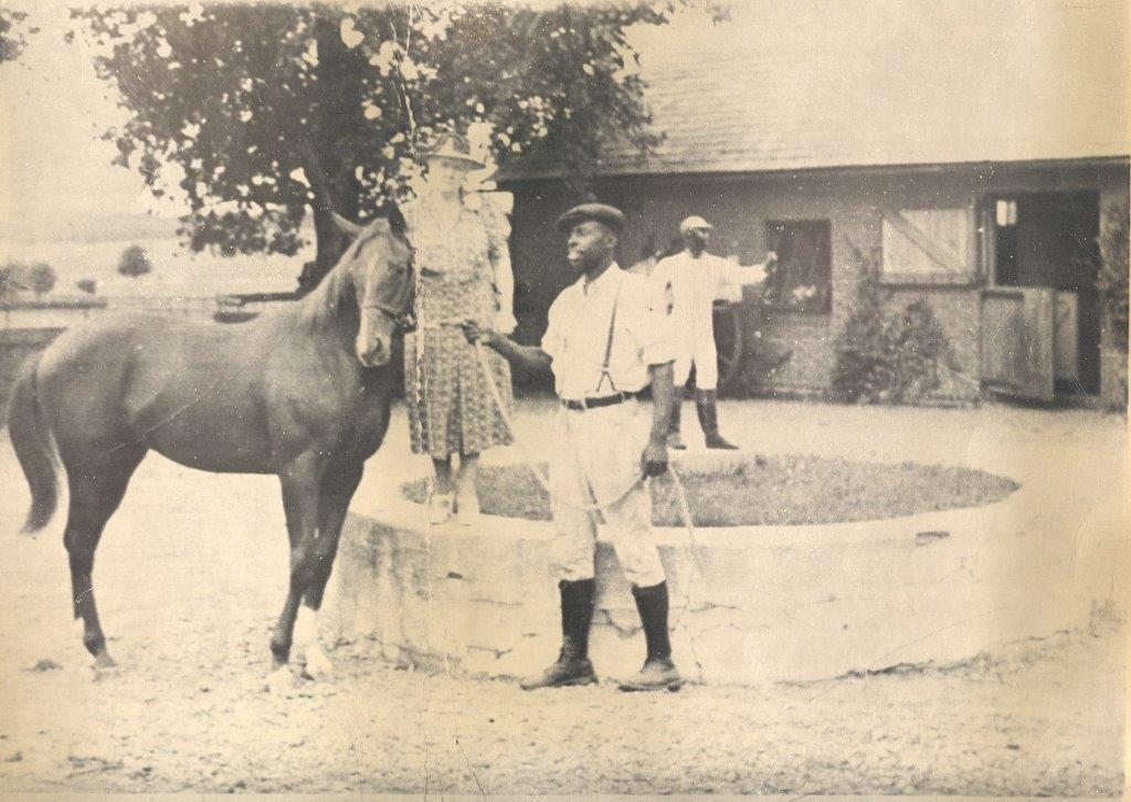 250 Charles Thomas with Woodwards Horse in Stable Yard.jpg